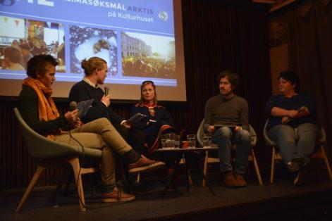 Arrangement under klimasøksmålet i tingretten. Foto: Natur og Ungdom